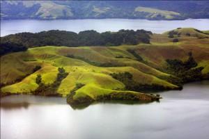 Danau Sentani Sumber : www.indonesia.travel.com
