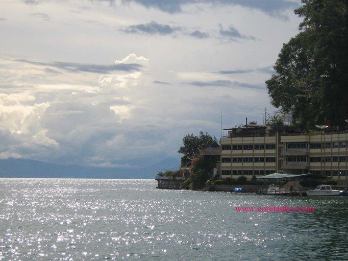 Salah satu penginapan yang ada di sekitar Danau Toba