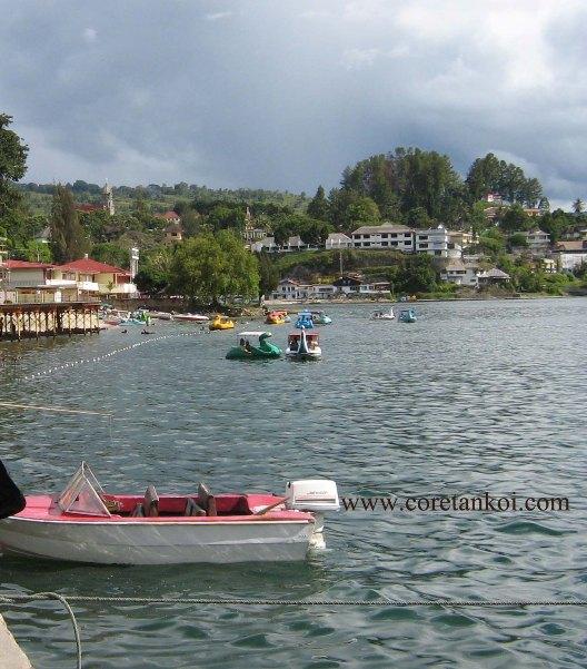 Boat dan bebek-bebekan